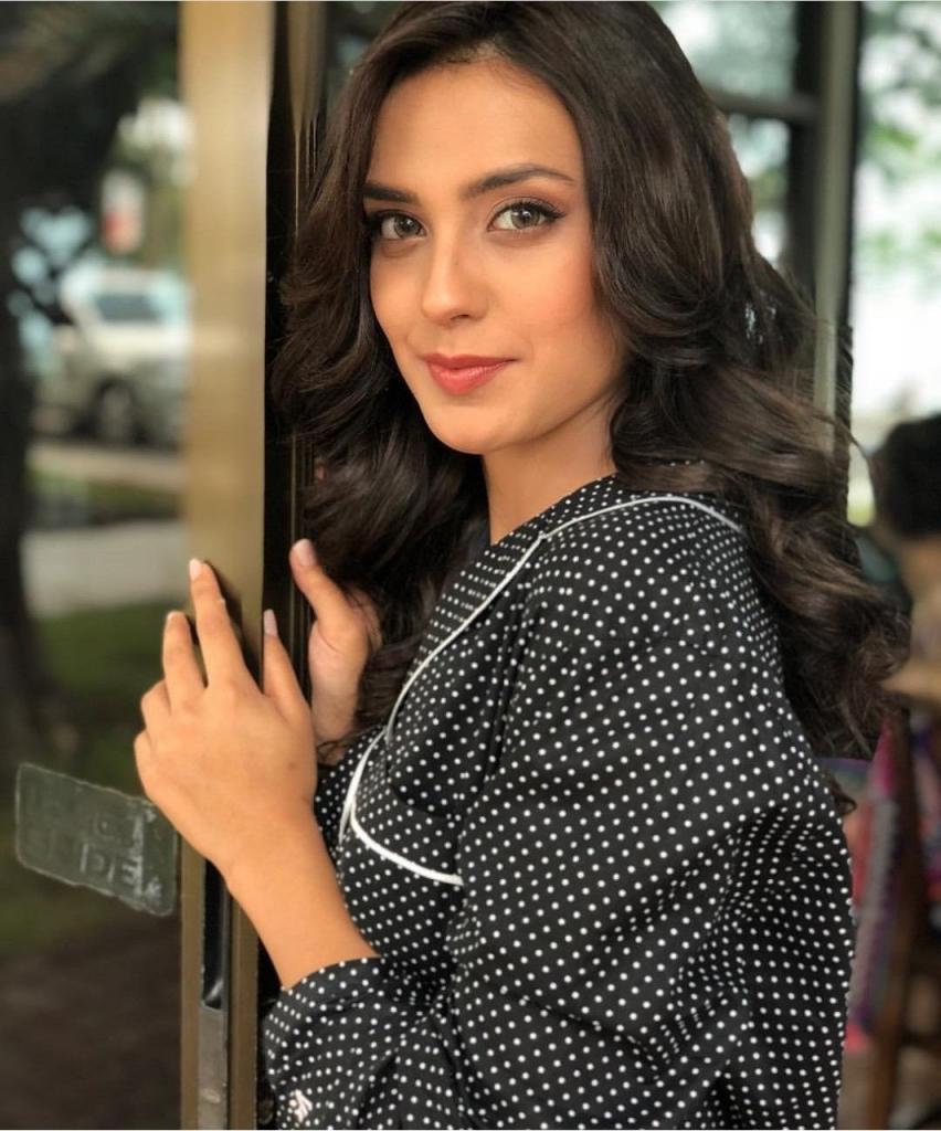 Iqra Aziz signs her next drama Raqeeb