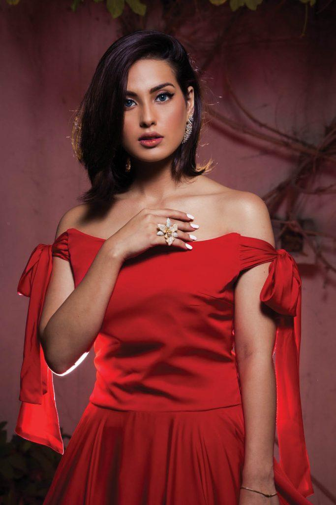 Iqra Aziz - Here We Have Got 10 Sensational Pictures!