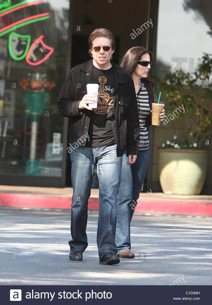 Rock 'n roller George Thorogood, 56, leaves a coffee shop