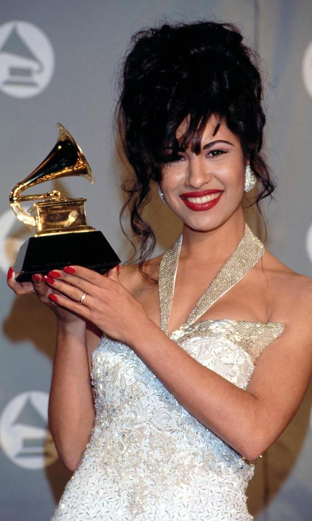 Selena Quintanilla won a Grammy in 1994, relive the moment