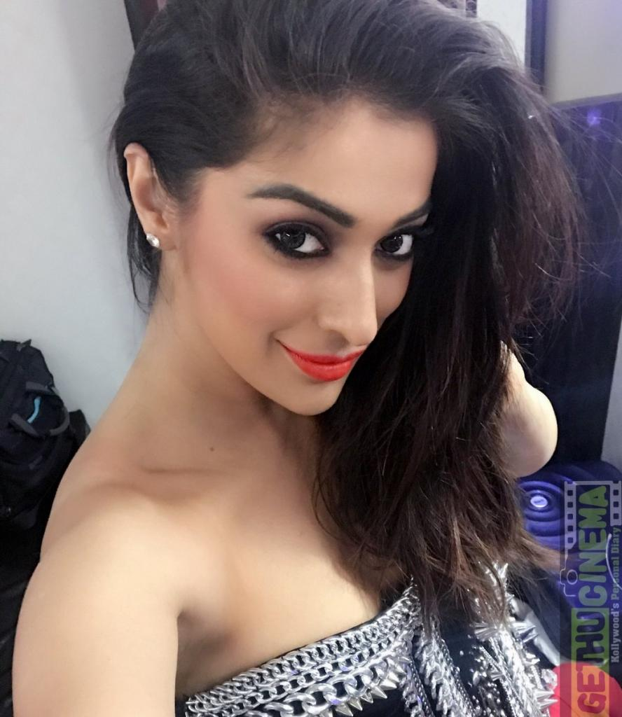 Actress Raai Laxmi aka Lakshmi Rai 2017 HD Photos - Gethu