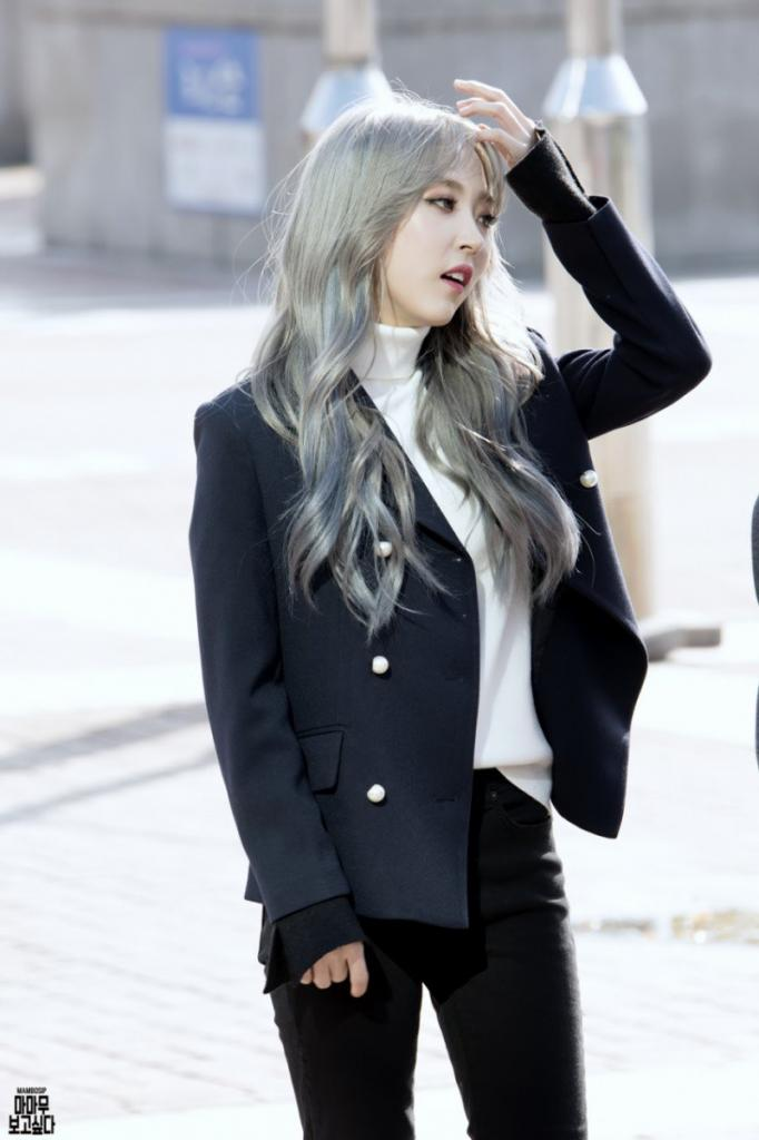 KPop Idol With Fabulous Airport Fashion MAMAMOO MoonByul Kpopmap