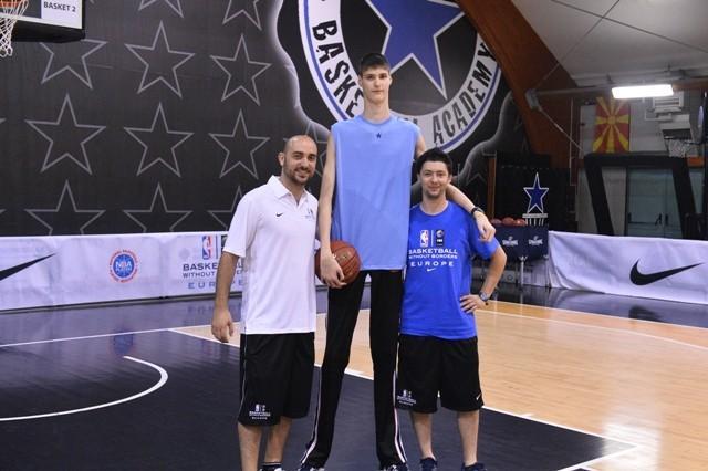 Robert Bobroczky The Tallest Teenager Romania