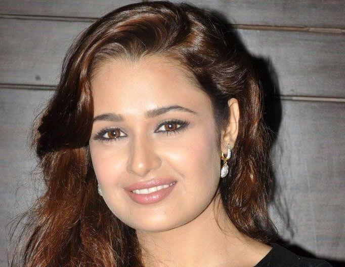 Yuvika Chaudhary Height Weight Age Affairs More StarsUnfolded